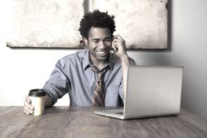 Kaip pradėti dirbti laisvai samdomą darbą iš namų